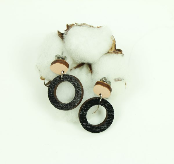pienet kaksiosaiset mustat ympyrät